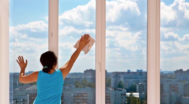 Sarkarak yapılan dış cephe temizlikleri genellikle temizlik personelinin kolayca erişebileceği alanlarda uygulanmaktadır. Dış cephe cam temizliği yöntemi.