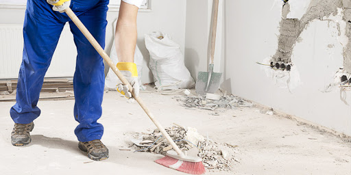 İnşaat sonrası temizlik firması olarak tüm zeminlerde inşaat atıklarını özel araç ve gereçlerimiz ile temizliyoruz. Molozların bir araya getirilmesi ve diğer temizlik işlerini yürütüyoruz.